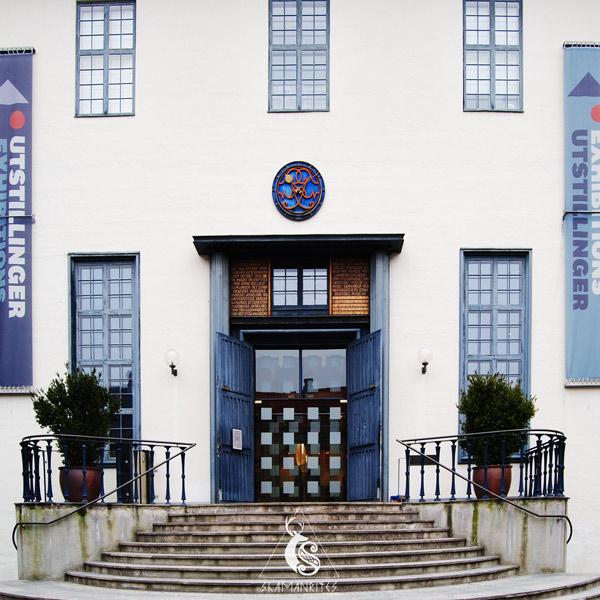 puerta del museo de folklore noruego