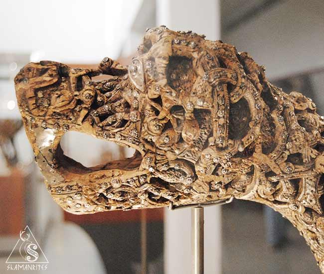 cabeza de animal tallada del museo de barcos vikingos de Oslo