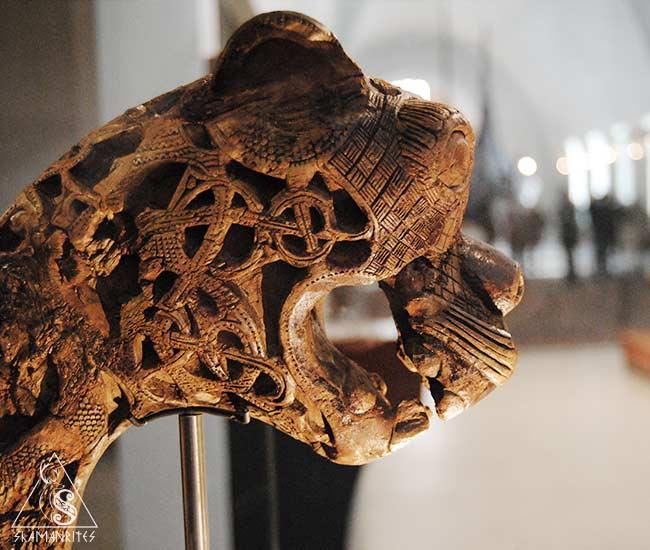 cabeza zoomorfa del barco vikingo Oseberg