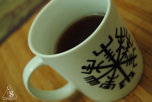 Taza con Vegvisir pintada a mano